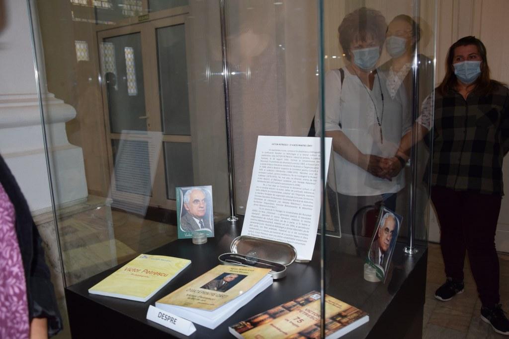https://www.cjd.ro/storage/comunicate-de-presa/07-09-2021/4957/victor-petrescu-80-eveniment-aniversar-gazduit-de-muzeul-de-istorie-39.JPG