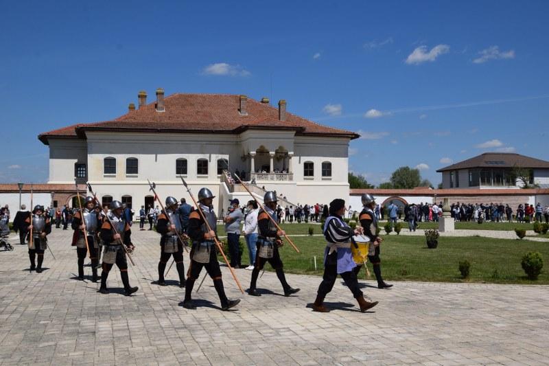 https://www.cjd.ro/storage/comunicate-de-presa/10-05-2021/3826/consiliul-judetean-dambovita-si-institutiile-culturale-din-judet-au-celebrat-prin-actiuni-culturale-ziua-europei-2.JPG