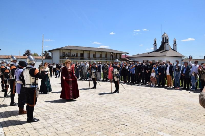 https://www.cjd.ro/storage/comunicate-de-presa/10-05-2021/3826/consiliul-judetean-dambovita-si-institutiile-culturale-din-judet-au-celebrat-prin-actiuni-culturale-ziua-europei-20.JPG