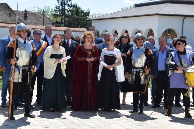 https://www.cjd.ro/storage/comunicate-de-presa/10-05-2021/3826/consiliul-judetean-dambovita-si-institutiile-culturale-din-judet-au-celebrat-prin-actiuni-culturale-ziua-europei-26.JPG