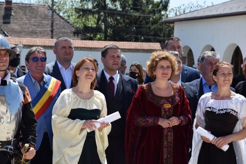 https://www.cjd.ro/storage/comunicate-de-presa/10-05-2021/3826/consiliul-judetean-dambovita-si-institutiile-culturale-din-judet-au-celebrat-prin-actiuni-culturale-ziua-europei-27.JPG