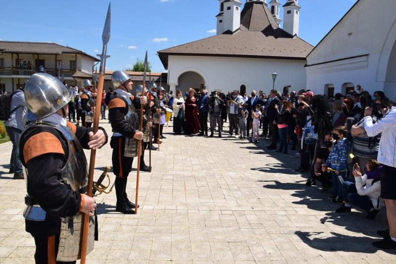 https://www.cjd.ro/storage/comunicate-de-presa/10-05-2021/3826/consiliul-judetean-dambovita-si-institutiile-culturale-din-judet-au-celebrat-prin-actiuni-culturale-ziua-europei-6.JPG