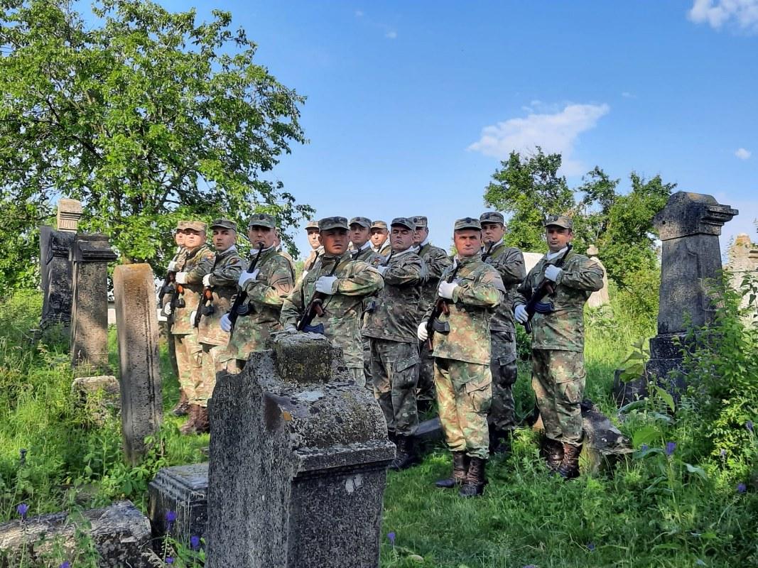 https://www.cjd.ro/storage/comunicate-de-presa/10-06-2021/4265/astazi-este-inaltarea-domnului-dar-si-ziua-eroilor-evenimente-de-cinstire-a-eroilor-neamului-au-avut-loc-in-municipiul-targoviste-4.jpeg