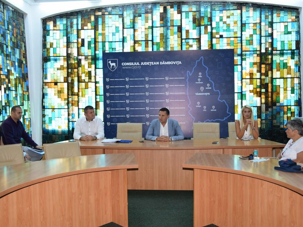 https://www.cjd.ro/storage/comunicate-de-presa/16-07-2021/4936/finantari-nerambursabile-pentru-12-proiecte-in-domeniile-sport-educatie-civica-social-si-tineret-1.JPG