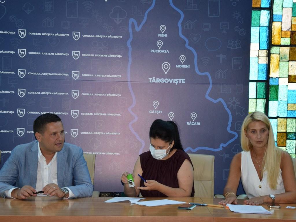 https://www.cjd.ro/storage/comunicate-de-presa/16-07-2021/4936/finantari-nerambursabile-pentru-12-proiecte-in-domeniile-sport-educatie-civica-social-si-tineret-12.JPG