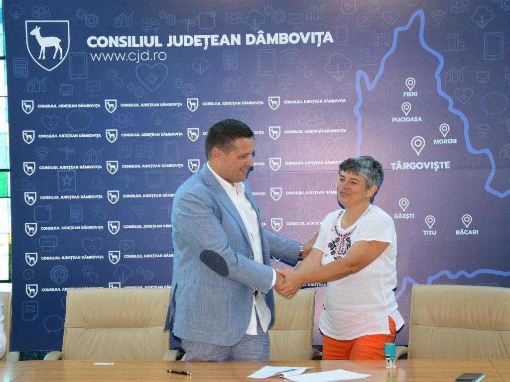 https://www.cjd.ro/storage/comunicate-de-presa/16-07-2021/4936/finantari-nerambursabile-pentru-12-proiecte-in-domeniile-sport-educatie-civica-social-si-tineret-18.JPG