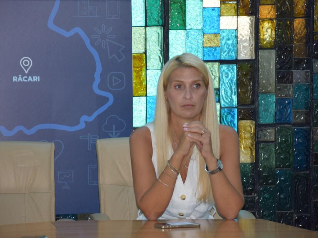 https://www.cjd.ro/storage/comunicate-de-presa/16-07-2021/4936/finantari-nerambursabile-pentru-12-proiecte-in-domeniile-sport-educatie-civica-social-si-tineret-2.JPG