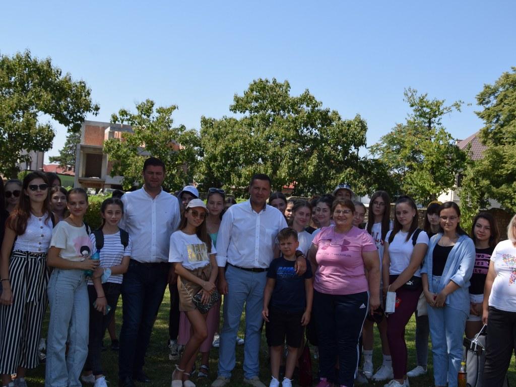 https://www.cjd.ro/storage/comunicate-de-presa/17-08-2021/4946/50-de-copii-din-raionul-ialoveni-republica-moldova-se-afla-in-tabara-in-judetul-nostru-10.JPG