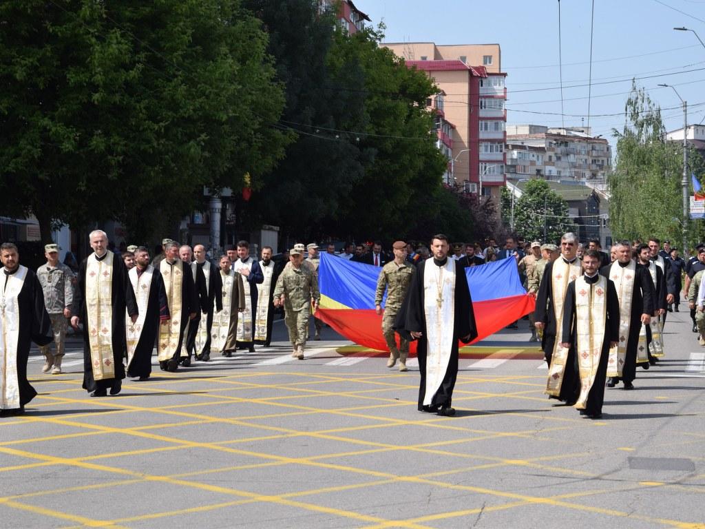 https://www.cjd.ro/storage/comunicate-de-presa/26-06-2021/4925/ziua-drapelului-national-la-targoviste-10.JPG