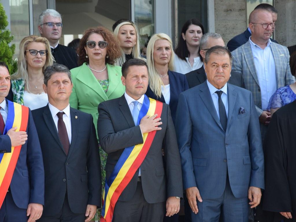 https://www.cjd.ro/storage/comunicate-de-presa/26-06-2021/4925/ziua-drapelului-national-la-targoviste-21.JPG
