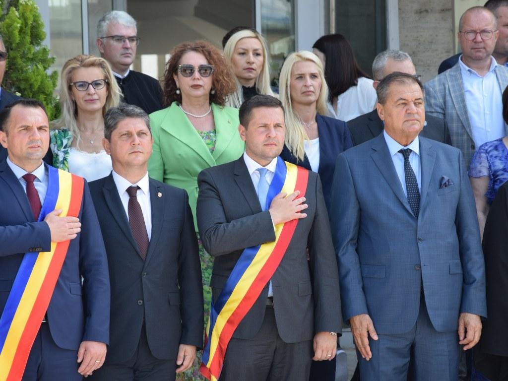 https://www.cjd.ro/storage/comunicate-de-presa/26-06-2021/4925/ziua-drapelului-national-la-targoviste-23.JPG
