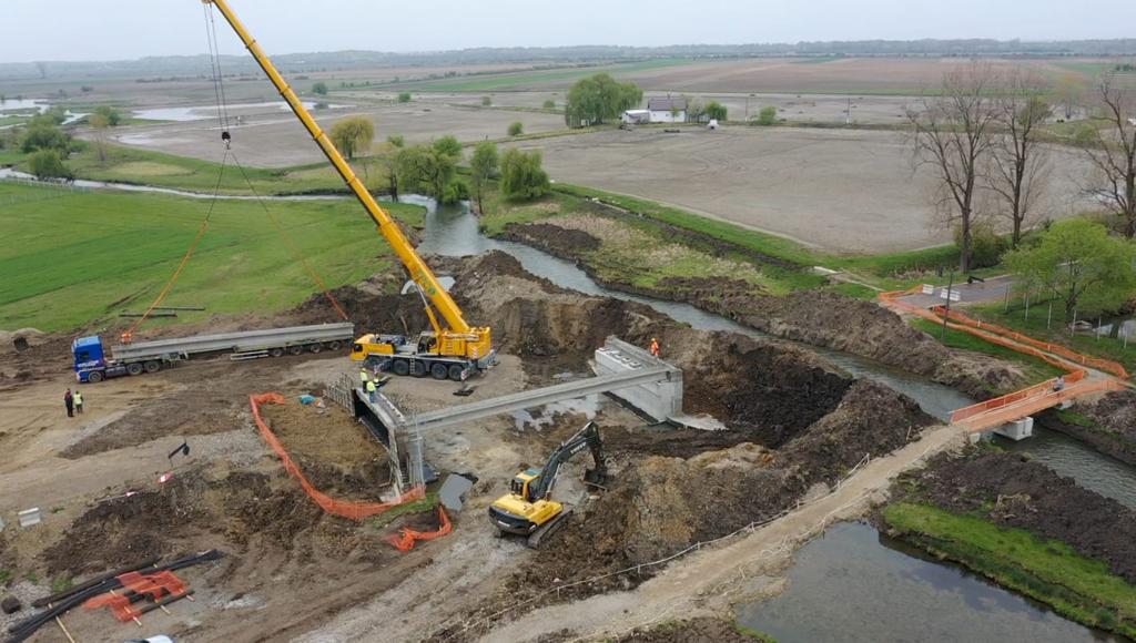 https://www.cjd.ro/storage/comunicate-de-presa/27-04-2021/3816/executia-podului-pe-dj-722-la-mircea-voda-este-in-desfasurare-in-prezent-se-monteaza-grinzile-de-beton-armat-1.jpeg