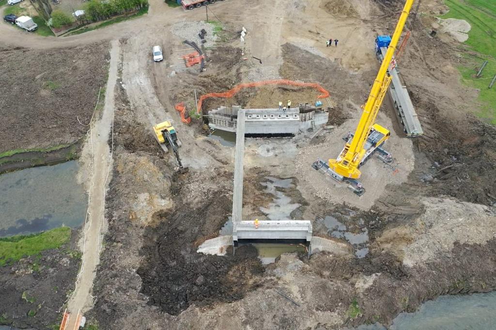 https://www.cjd.ro/storage/comunicate-de-presa/27-04-2021/3816/executia-podului-pe-dj-722-la-mircea-voda-este-in-desfasurare-in-prezent-se-monteaza-grinzile-de-beton-armat-3.jpeg