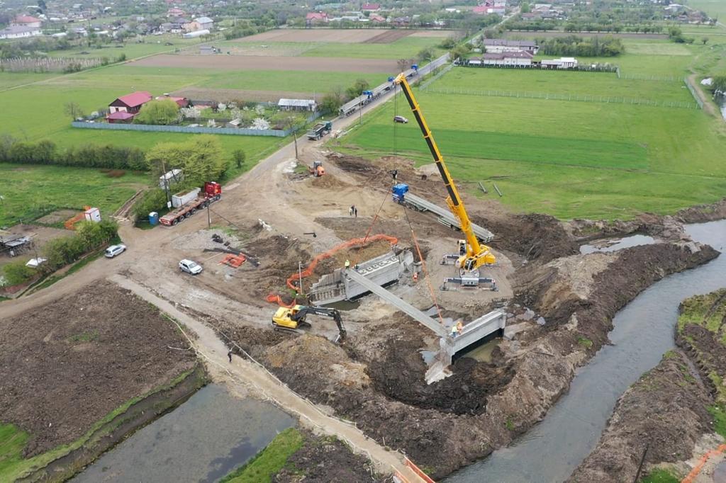 https://www.cjd.ro/storage/comunicate-de-presa/27-04-2021/3816/executia-podului-pe-dj-722-la-mircea-voda-este-in-desfasurare-in-prezent-se-monteaza-grinzile-de-beton-armat-4.jpeg