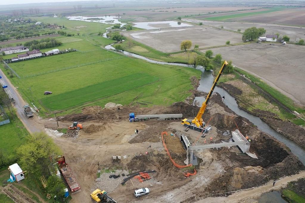 https://www.cjd.ro/storage/comunicate-de-presa/27-04-2021/3816/executia-podului-pe-dj-722-la-mircea-voda-este-in-desfasurare-in-prezent-se-monteaza-grinzile-de-beton-armat-5.jpeg