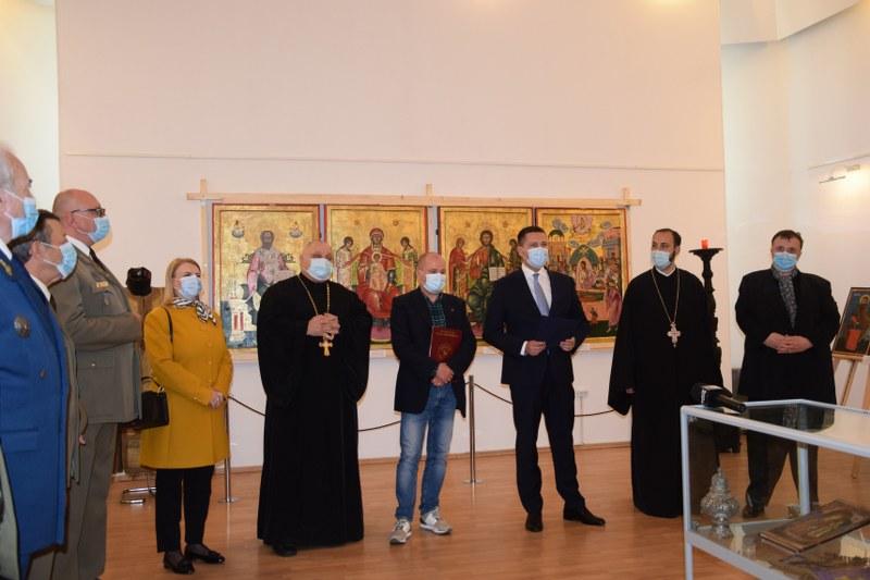 https://www.cjd.ro/storage/comunicate-de-presa/29-04-2021/3822/iconostasul-bisericii-mari-a-curtii-domnesti-icoane-restaurate-expozitie-de-arta-veche-romaneasca-la-targoviste-11.JPG