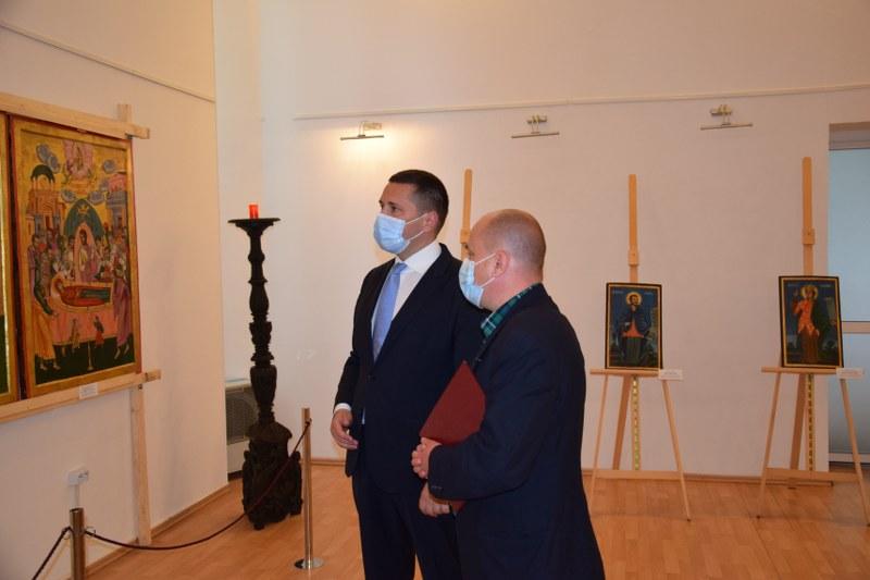 https://www.cjd.ro/storage/comunicate-de-presa/29-04-2021/3822/iconostasul-bisericii-mari-a-curtii-domnesti-icoane-restaurate-expozitie-de-arta-veche-romaneasca-la-targoviste-2.JPG