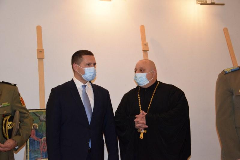 https://www.cjd.ro/storage/comunicate-de-presa/29-04-2021/3822/iconostasul-bisericii-mari-a-curtii-domnesti-icoane-restaurate-expozitie-de-arta-veche-romaneasca-la-targoviste-3.JPG