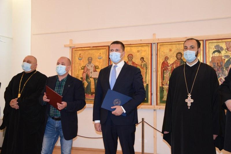 https://www.cjd.ro/storage/comunicate-de-presa/29-04-2021/3822/iconostasul-bisericii-mari-a-curtii-domnesti-icoane-restaurate-expozitie-de-arta-veche-romaneasca-la-targoviste-5.JPG