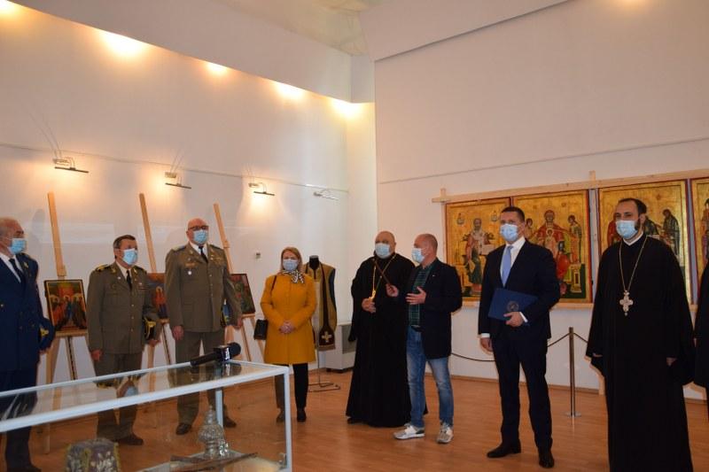 https://www.cjd.ro/storage/comunicate-de-presa/29-04-2021/3822/iconostasul-bisericii-mari-a-curtii-domnesti-icoane-restaurate-expozitie-de-arta-veche-romaneasca-la-targoviste-6.JPG