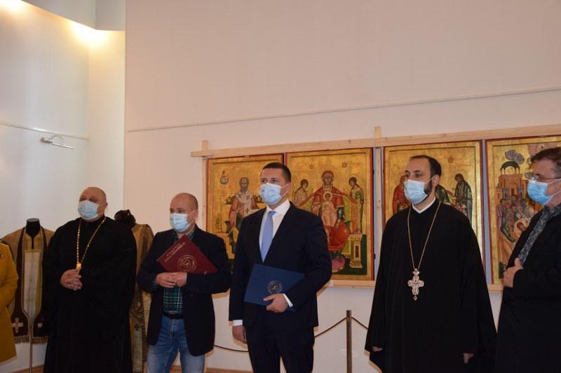 https://www.cjd.ro/storage/comunicate-de-presa/29-04-2021/3822/iconostasul-bisericii-mari-a-curtii-domnesti-icoane-restaurate-expozitie-de-arta-veche-romaneasca-la-targoviste-8.JPG