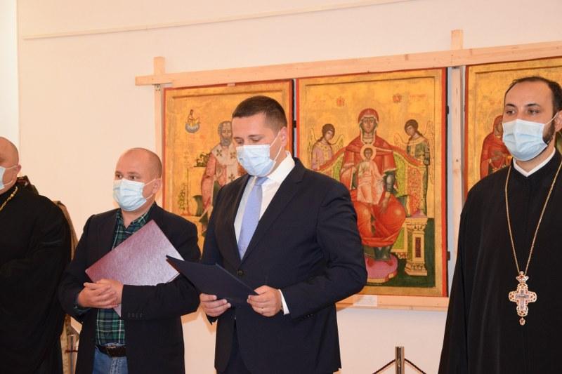https://www.cjd.ro/storage/comunicate-de-presa/29-04-2021/3822/iconostasul-bisericii-mari-a-curtii-domnesti-icoane-restaurate-expozitie-de-arta-veche-romaneasca-la-targoviste-9.JPG