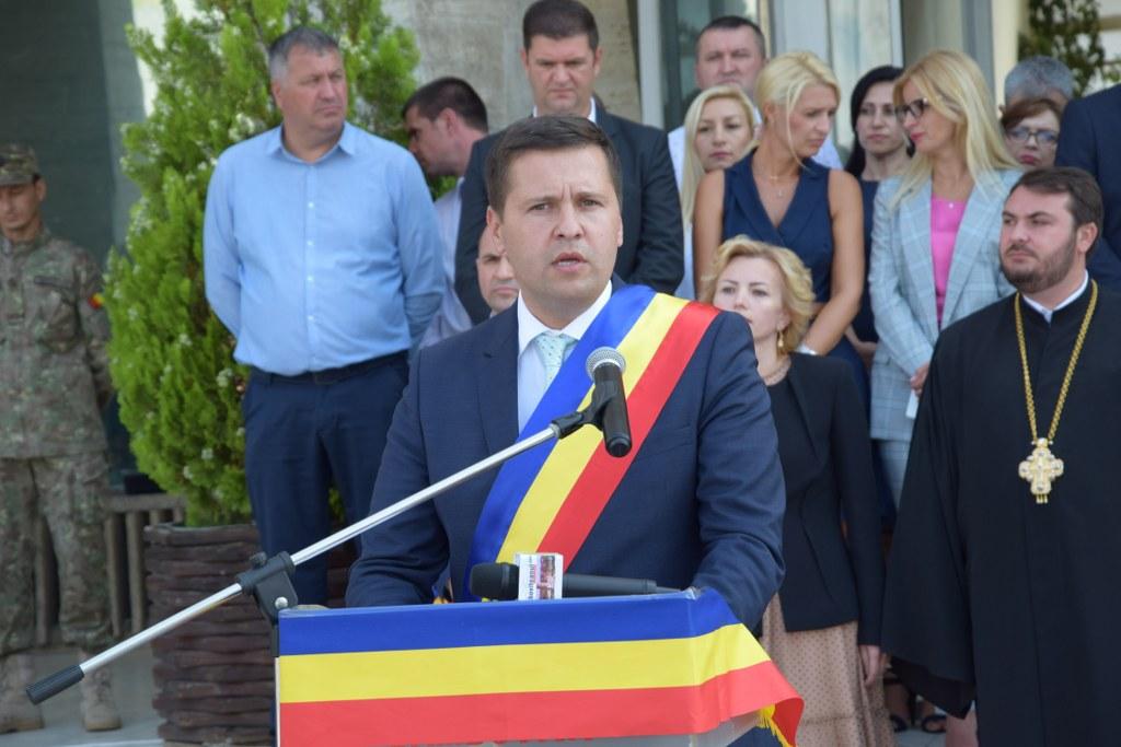 https://www.cjd.ro/storage/comunicate-de-presa/29-07-2021/4941/imnul-national-a-rasunat-astazi-29-iulie-2021-in-piata-tricolorului-din-municipiul-targoviste-14.JPG