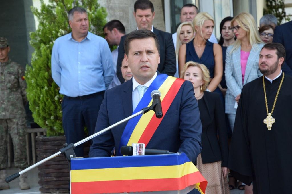 https://www.cjd.ro/storage/comunicate-de-presa/29-07-2021/4941/imnul-national-a-rasunat-astazi-29-iulie-2021-in-piata-tricolorului-din-municipiul-targoviste-15.JPG